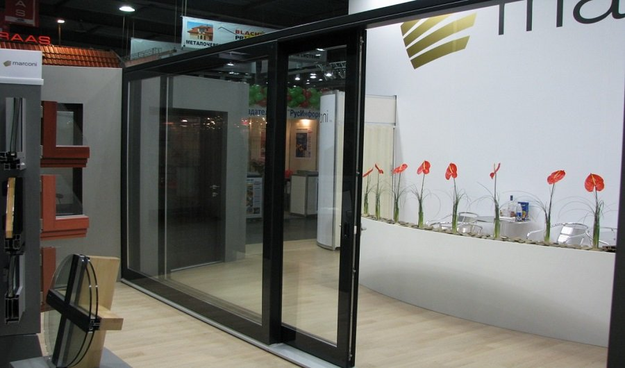 фото с выставки, раздвижная дверь, Киев